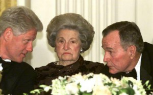 Former First Lady Lady Bird Johnson seated between President Bill Clinton and former President George Bush at a 2000 White House dinner. (Clinton Presidential Library)