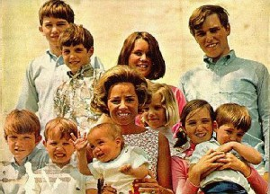 Ethel Kennedy with ten of her eleven children. (original photographer unknown)