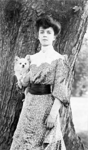 Alice Roosevelt with Manchu. (LC)