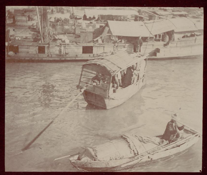 This houseboat at the turn-of-the-20th-century would have been a familiar sight to First Ladies Grant, Taft, Roosevelt, Hoover and Wilson when they visited China.  (Smithsonian Institution)