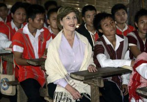 Laura Bush in a Burmese refugee camp schoolroom. (chinapost.com)
