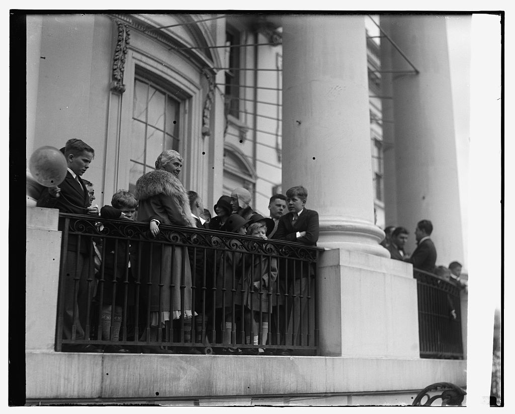 Lou Hoover ovberlooking the crowd gathered for the White House Easter Egg Roll. (LC)