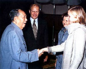 Mao greets the President and Mrs. Ford and their daughter Susan. (GFPL)