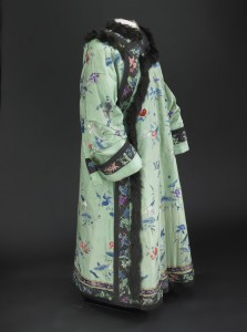 Nellie Taft's embroidered chinese robe in the Manchu style. (Smithsonian)