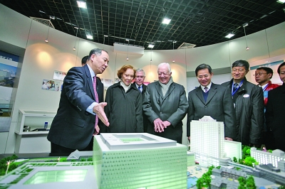 The Carters overlooking a model of new buildings slated for construction in Nanking. (english.jschina.com.cn)