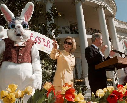 The Clintons kick off the 1995 Easter Egg Roll.