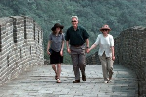 The Clintons walk the Great Wall of China in 1998. (AP)