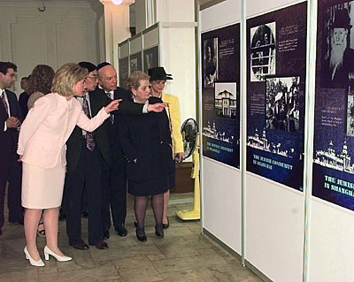 First Lady Hillary Clinton and Secretary of State Madeleine Albright tour the Ohel Rachel Synagogue, Shanghai, China.  (BCPL)