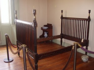 The bed used by Eliza Monroe Hay in the White House, now at the Decatur House in Washington. (andrewhopkinsart.blogspot.com)