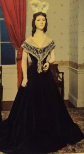 A Smithsonian mannequin on which a gown of Angelica Van Buren was once displayed.