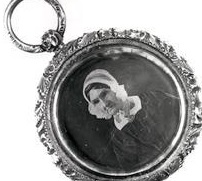 A locket containing the only known photo of Jane Findlay, now in the Smithsonian collection.