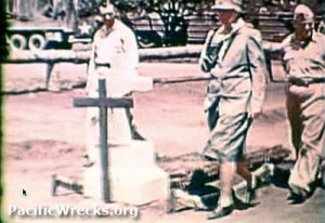Eleanor Roosevelt visits the grave of an American serviceman in Guadalcanal. (pacificwrecks.org)