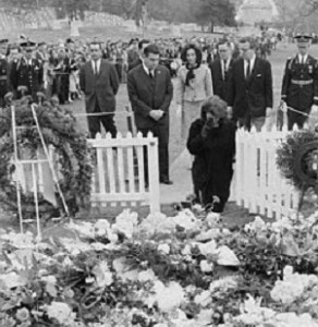 On Thanksgiving morning 1963, Jackie Kennedy knelt in prayer at the gravesite of her husband who'd been buried just three days earlier. (UPI)