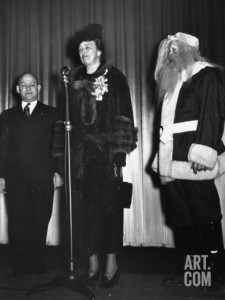 Eleanor Roosevelt speaking on Christmas Eve 1936 at a charitable event.