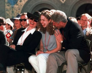 Chelsea Clinton at her Stanford University orientation with her parents. (Clinton Presidential Library)