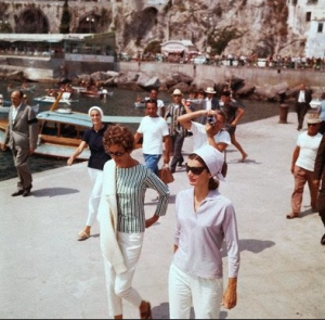 Jackie Kennedy in Europe. (original source unknown)