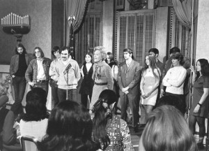 Mrs. Nixon holding a press conference with college students in 1971. (Nixon Presidential Library)
