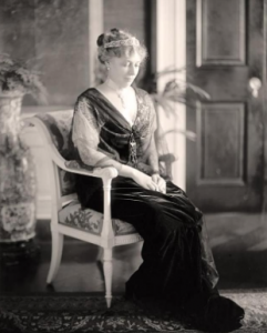 Nellie Taft defied critics to serve her strong champagne punch to White House guests. (LC)