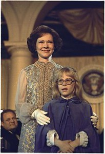 Amy Carter with her mother Rosalynn at the 1977 Inaugural Ball. She attended her first state dinner just one month later, at nine years old. (JCVPL)