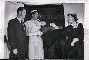 Mamie Eisenhower showers her Secret Service agent and his new wife with rice at their 1954 wedding. (ebay)