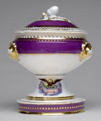 A piece of the purple Lincoln state china. (pinterest)