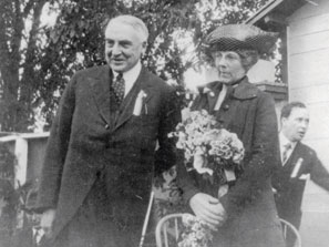 Warren and Florence Harding campaigning togegther in 1920 at the Minnesota State Fair. (LC)