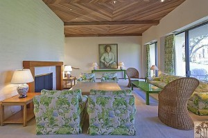 The Ford living room, Rancho Mirage, (zillow.com)
