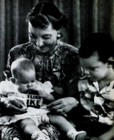 In her Blackstone Hotel suite, Mamie Eisenhower loved babysitting her granddaughter and grandson. (Life)