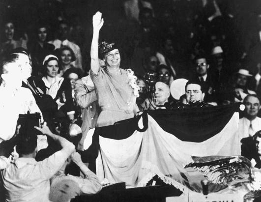 Finishing her speech in victory, Eleanor Roosevelt threw up her entire right arm with gusto.(FDRL)