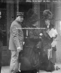 Edith Roosevelt and Nellie Taft during an unexpected encounter outside the train station. (carlanthonyonline.com)