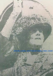Florence Harding waves to cheering admirers. (carlanthonyonline.com)
