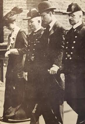 Eleanor Roosevelt joined her husband in his first tour of the navy yards in his position as Assistant Navy Secretary. (FDRL)