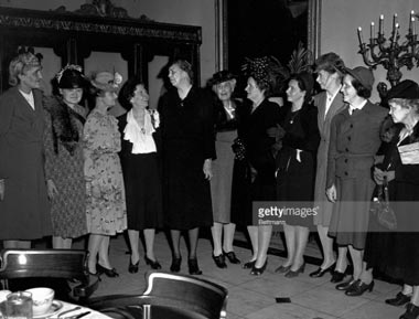 The reporters who attended Eleanor Roosevelt's first press conferences honor her at a luncheon; many became lifelong friends. (Getty)