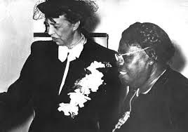 Eleanor Roosevelt and Mary McLeod Bethune. (LC)