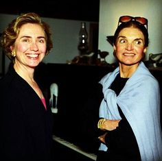 Hillary Clinton and Jacqueline Kennedy Onassis in a Martha's Vineyard bookstore, 1993. (Pinterest)