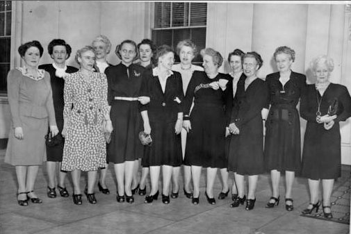 Bess Truman and her Tuesday Independence Bridge Club during their one-week visit with her at the White House. (Martin Luther King Library, Washingtoniana Collection)